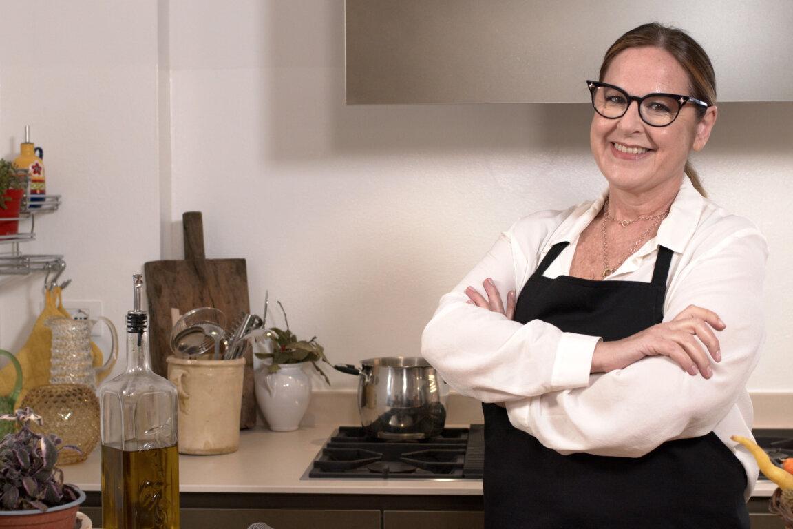 """immagine articolo """"Una macara ai fornelli"""": il nuovo Format con Daniela Montinaro dal 18 aprile su Food Network"""